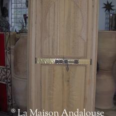 Porte cèdre sculptée tirante