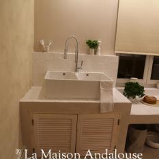 Façade en persienne sous vasque réalisée pour l'émission M6 deco