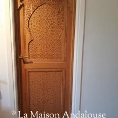 Porte en cèdre sculptée 1