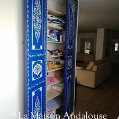 Porte de placard en bois peint