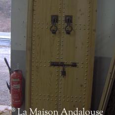 Porte cloutée 2 vantaux clous doré