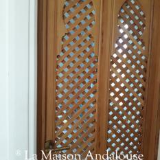 Porte en lames de bois croisées